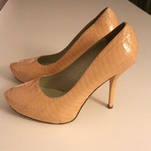 NWT - Elizabeth and James Peach/Blush Size 8 Pumps